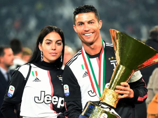 В последните дни футболистът Кристиано Роналдо и сексапилната му половинка