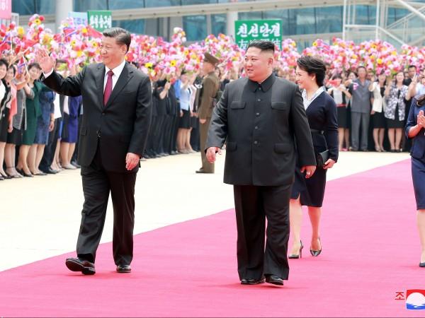 """Връзката на Китай и на Северна Корея е """"непобедима"""", заяви"""