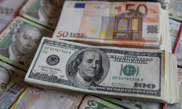 Задава ли се валутна война между Европа и САЩ?