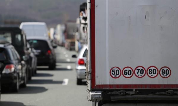 Трафик: Километрични опашки има на пунктовете към Гърция