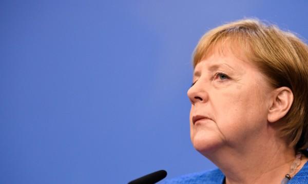 Меркел се обяви за мирно решаване на кризата Иран – САЩ