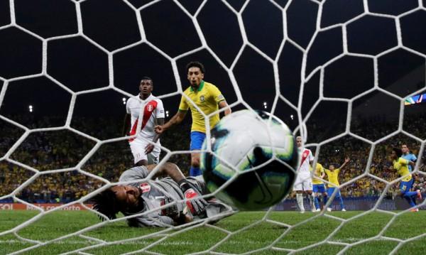 Бразилия се пробуди на Копа Америка, съсипа Перу