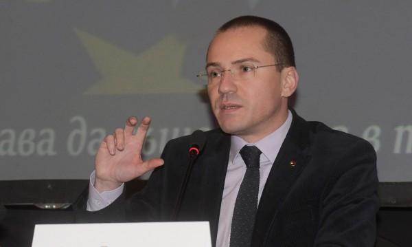 Македония в ЕС само след демонтиране на фалшивата история