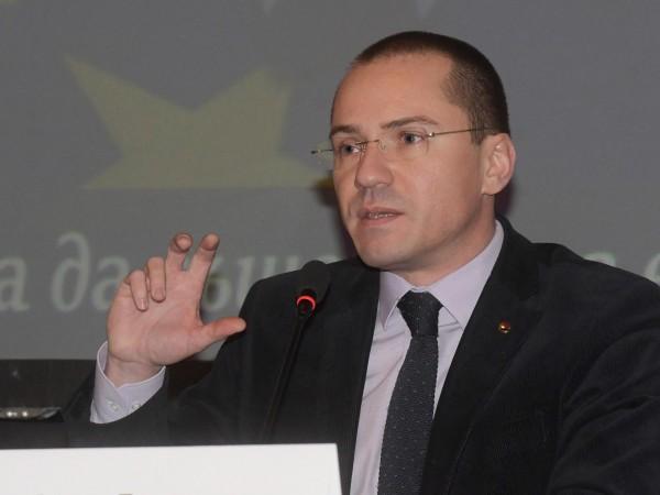 Оттук нататък евентуалните преговори за членство на Македония в Европейския