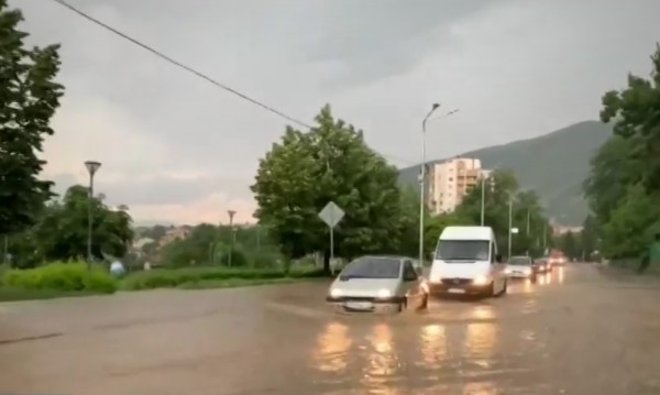Порой наводни за минути Карлово