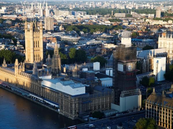 Британският парламент бе евакуиран за кратко заради тревога за пожар,