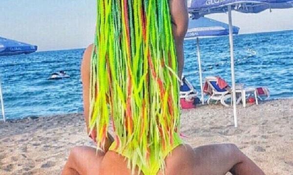 Анн-Джи с дръзка визия на плажа