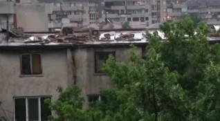Ад под небето: Бурята в Пловдив отнесе покрива на кооперация