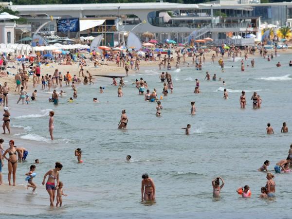 Непречистени отпадни води заливат бреговата ивица по Черноморието. Причината е