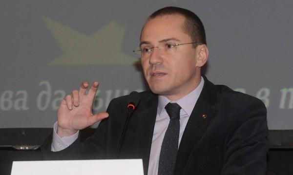 Джамбазки: Няма да позволим шепа сърбомани да ни се качват на главата