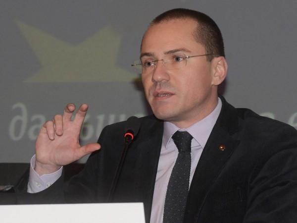 Евродепутатът от ВМРО Ангел Джамбазки коментира отношенията между България и