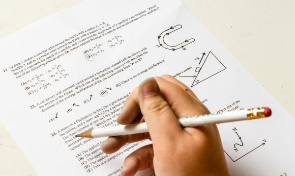 Квестори не дали формули на матурата по математика за 7 клас