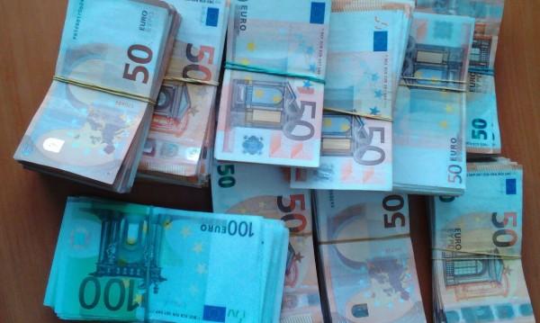 Митничари пипнаха 110 000 евро на Капитан Андреево
