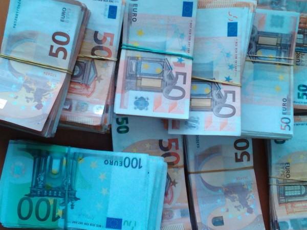 Митнически служители откриха контрабандна валута за над 210 000 лева