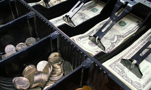 Кой би спечелил от задаващата се валутна война?