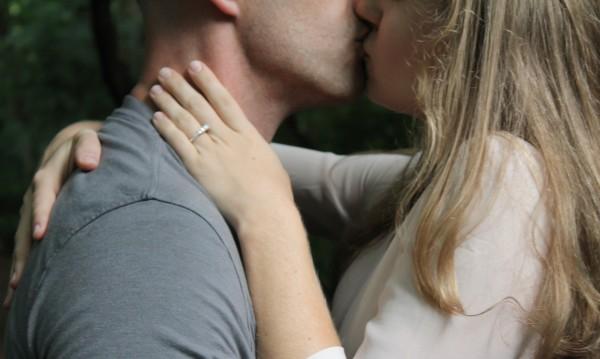 Ето ги и тях: Най-страстните в целувките зодии