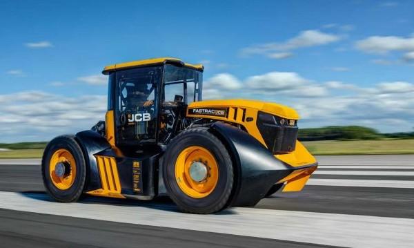 Британец вдигна 167 км/ч, постави нов рекорд с... трактор