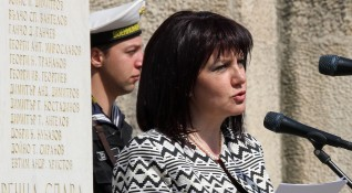 Караянчева се срещна с Медведев: Полагаме усилия за