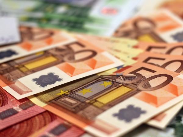 Близо 4,8 милиона евро открадна охранител от банка в южния