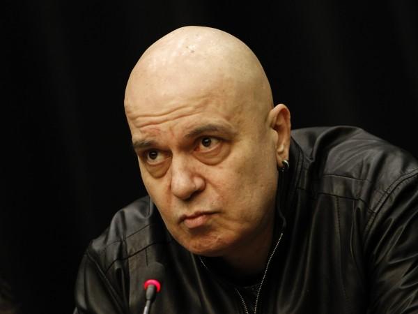Под прицела на Слави Трифонов попадна лидерът на БСП Корнелия