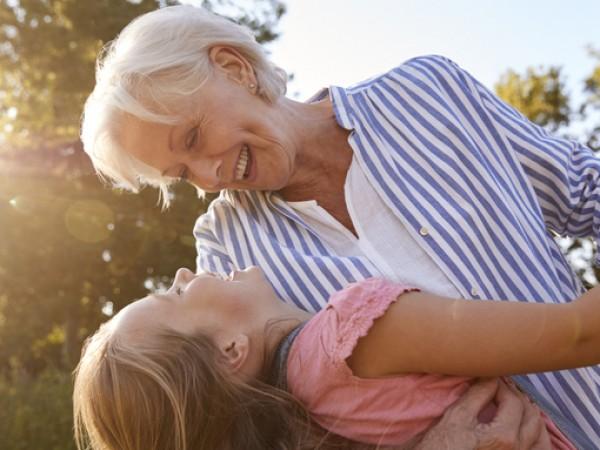 Снимка: 6 причини децата да са с баба и дядо през лятната ваканция