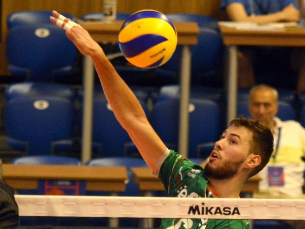 Националният отбор на България допусна загуба с 0:3 (23:25, 23:25,