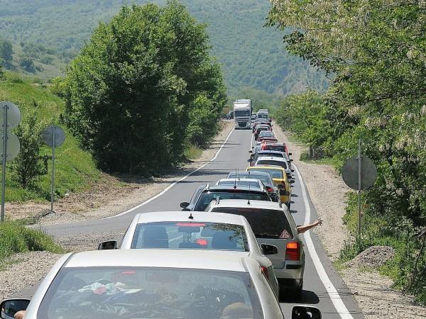 Причина за опашките по границата с Гърция е увеличеният трафик.