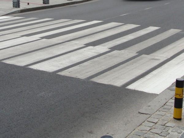 Дете е блъснато от лек автомобил на пешеходна пътека във