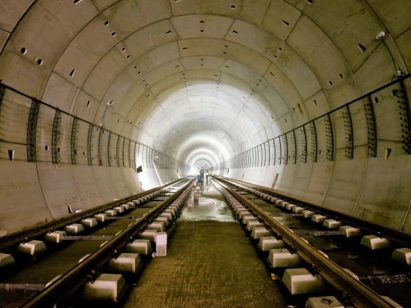 Започнат е вторият етап от бетонирането на релсов път на