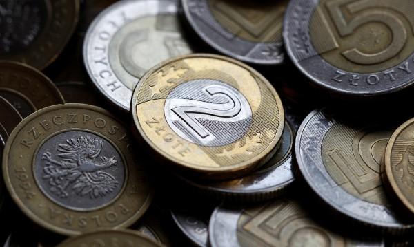 Полша освобождава младите хора от данък върху доходите