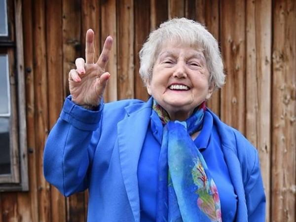 Ева Кор е необикновен човек – през 1944 година се