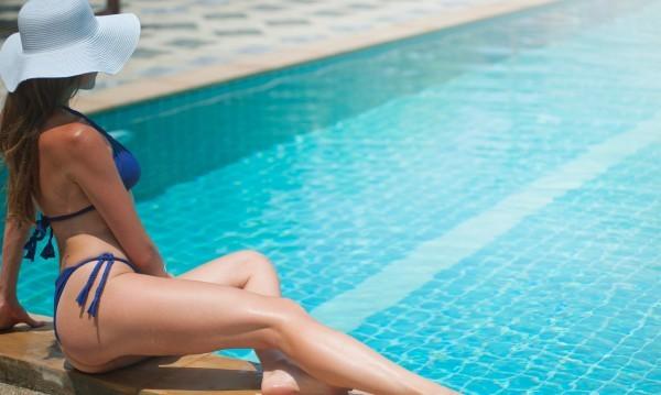 Ходенето на басейн през лятото е чудесен вариант да разпуснете,