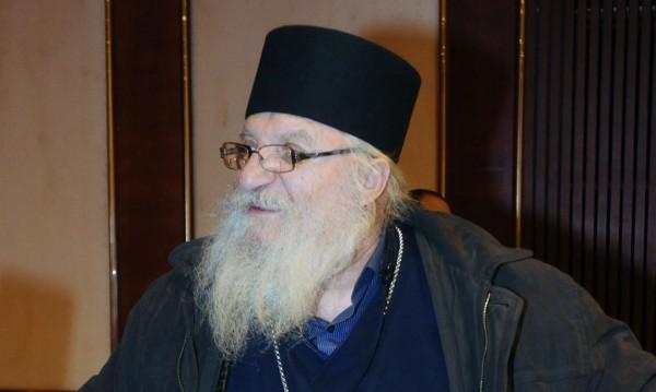 Отец Иван пак остана без пари, спряха тока в приюта му
