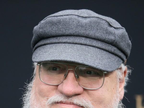 """Снимка: Джордж Мартин с детайли за новия """"Игра на тронове"""""""