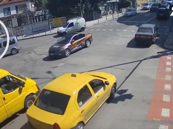 В Хасково шофьор блъсна дете на пешеходна пътека и избяга.