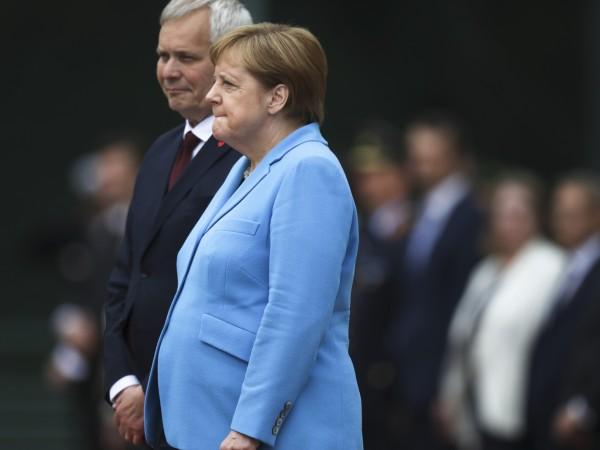 На няколко пъти вече видяхме как канцлерът Ангела Меркел изпада