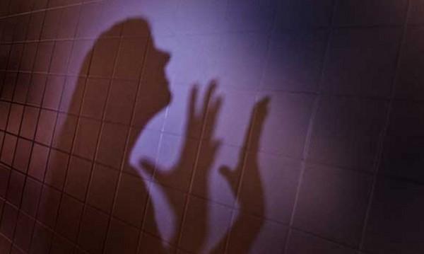 40-годишен с обвинение, насилвал дъщеря си три години