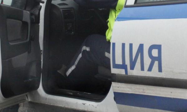 Жена нави волана и колата увисна от мост в Дупница