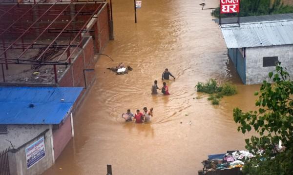 Наводнения и свлачища в Непал взеха 43 жертви