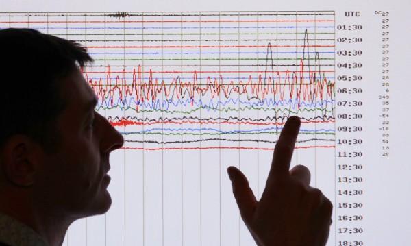 Земетресение с магнитуд 7,3 разлюля Индонезия