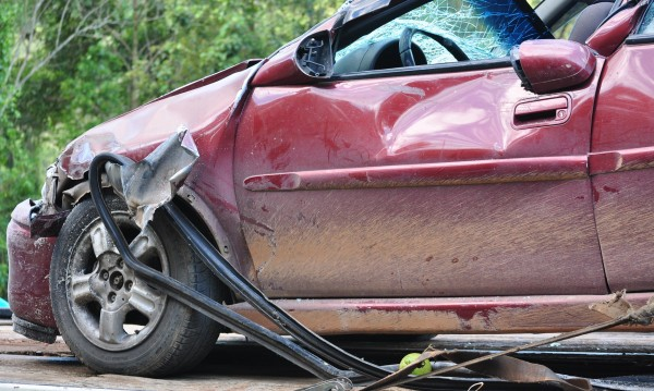 Кола се заби в дърво, на място загина 44-годишна жена