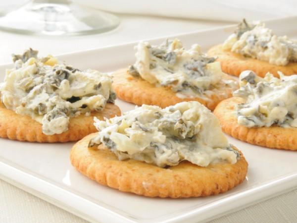 Продукти:2 пакета крема сирене, обикновено или с билки1-2 с.л. кисело