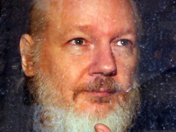 """Основателят на организацията """"Уикилийкс"""" Джулиан Асандж няма да бъде предаден"""