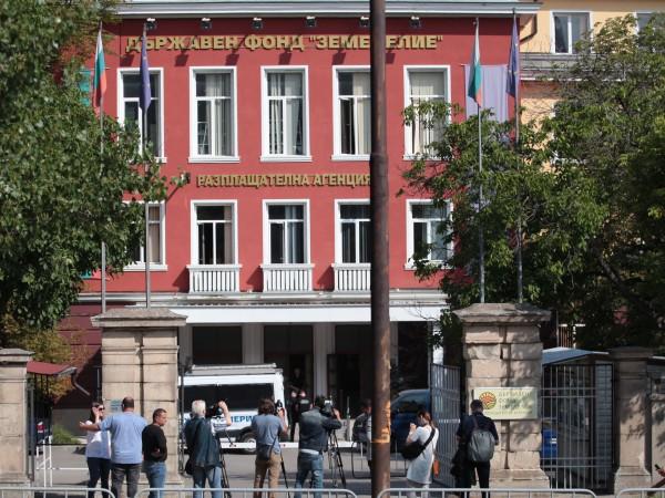 Шестима души са арестувани след кацията на спецпрокуратурата в Държвен