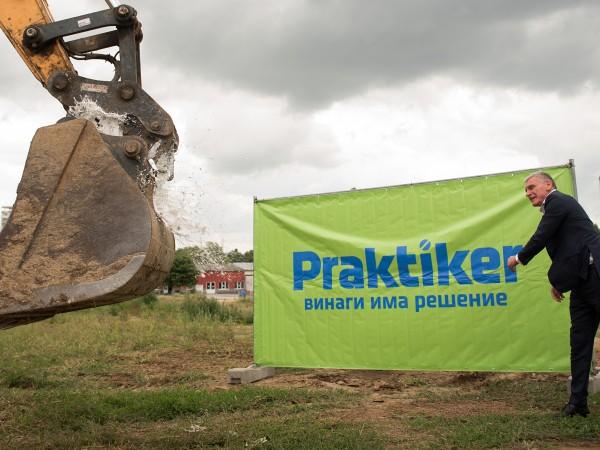 Днес, 16 юли, започна изграждането на нов търговски център в
