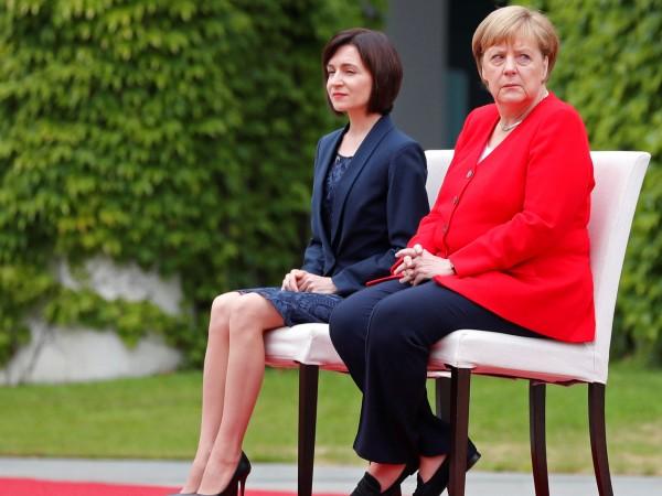 За втори път протоколът бе променен и Ангела Меркел остана