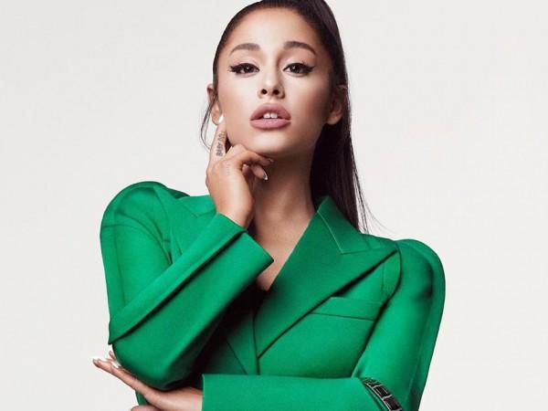 Ариана Гранде продължава с модните изяви. След като се появи