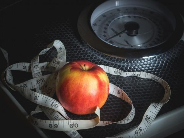 Няколко фактора влияят върху отслабването. Диетата и физическата активност са