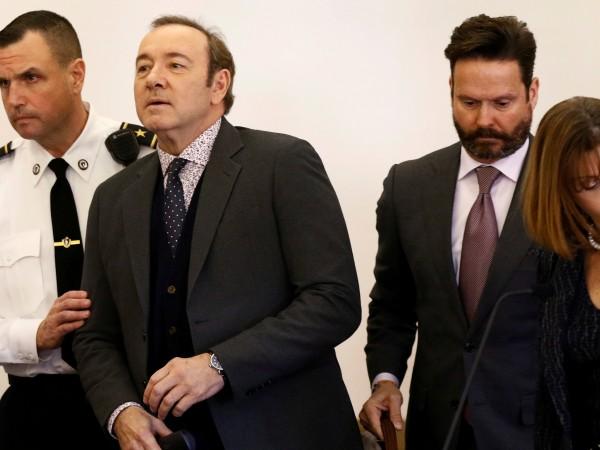 Съдебните власти оттеглиха обвиненията срещу актьора Кевин Спейси. Той беше