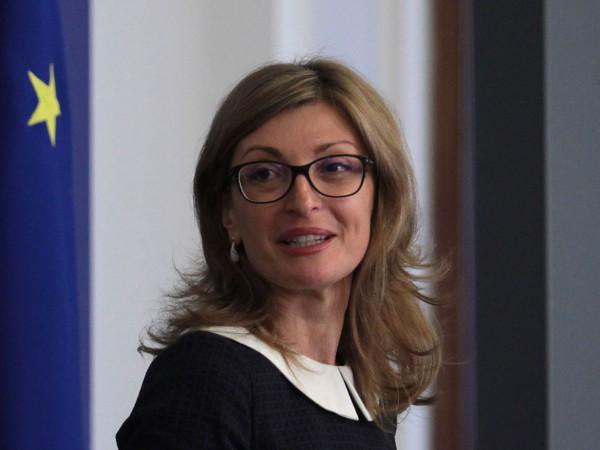 Според външния министър Екатерина Захариева проблемът с недостига на IT